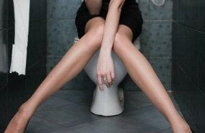 Crise hemorroidaire toilettes